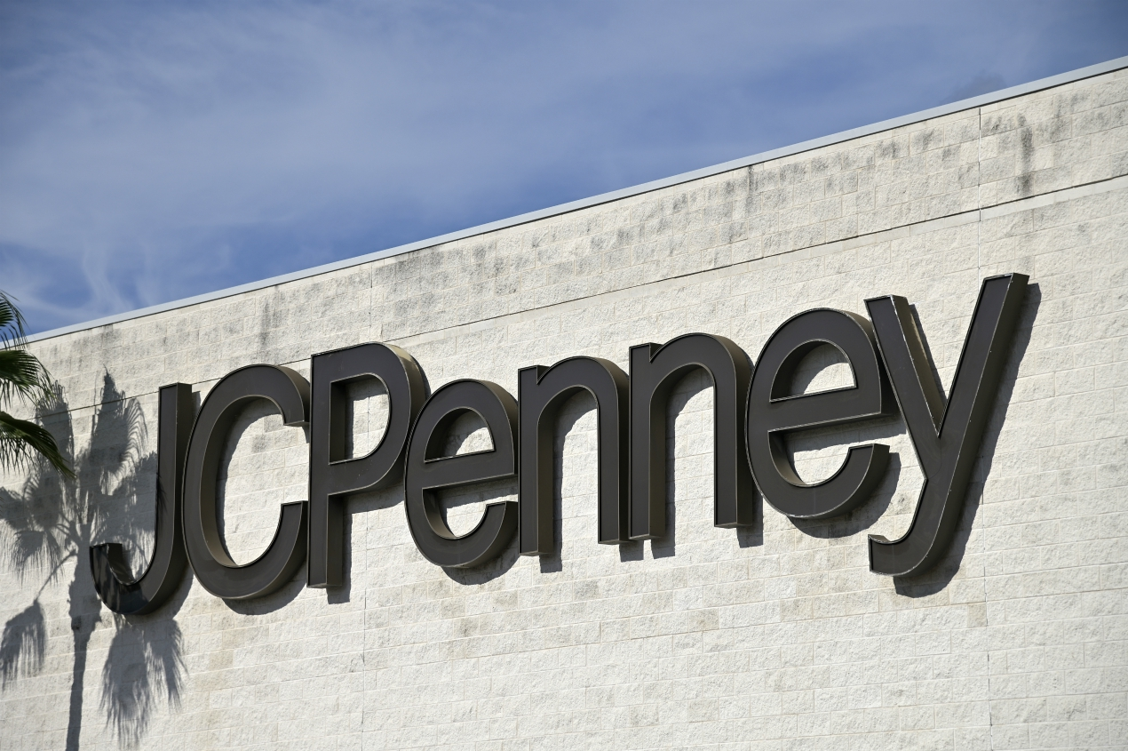 A competing $750M offer for J. C. Penney's real estate could stall a December bankruptcy exit as the bidder seeks a bifurcated sale hearing.