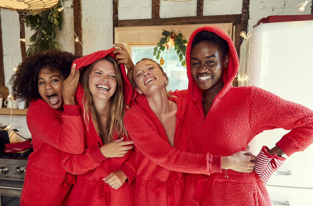 Aerie' Holiday '20 collection includes matching lounge sets, as seen here