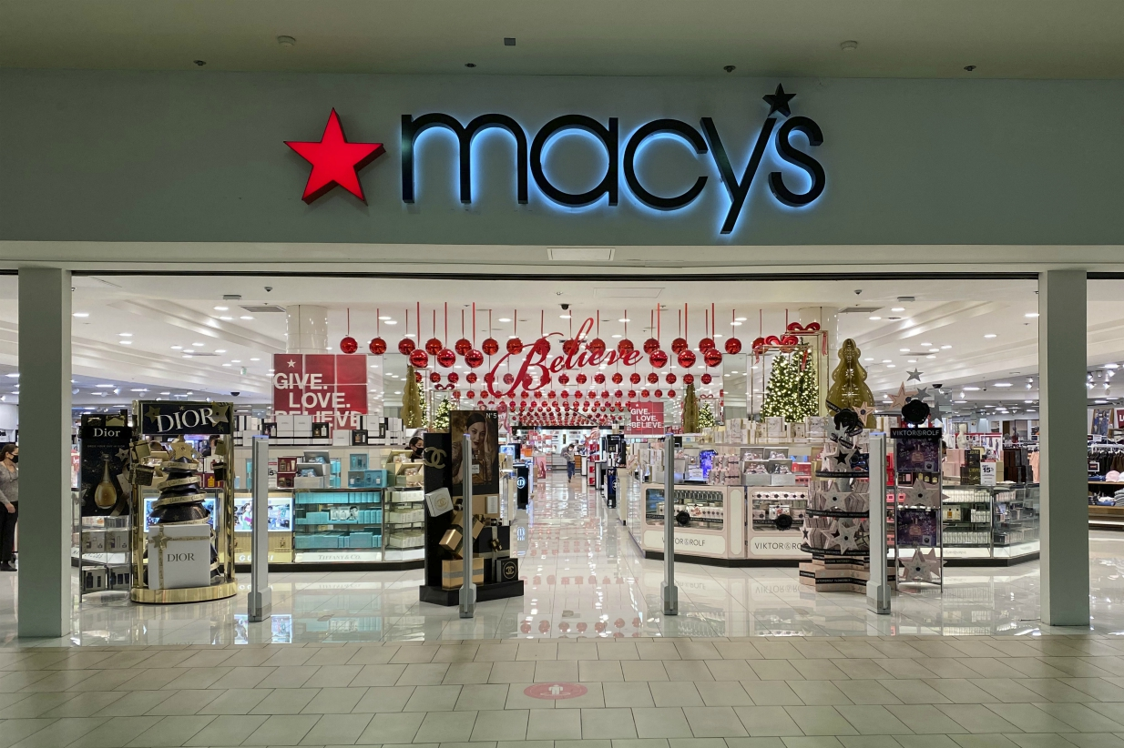 Macy's beat revenue estimates and narrowed a Q3 loss as CEO Jeff Gennette says it has pivoted to the digital-led services shoppers seek.