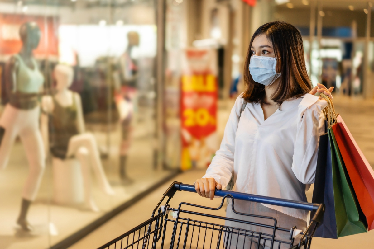 Covid-19 infections are increasing each day, raising the possibility of localized lockdowns and putting holiday sales at stores at risk.