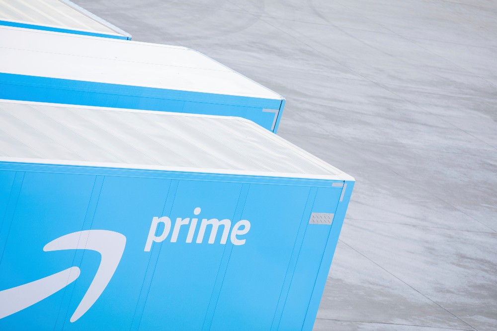 Amazon padded its ranks of Prime members as e-commerce growth beat eMarketer's expectations last year.