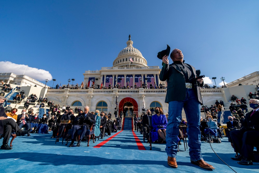 """Garth Brooks sings """"Amazing Grace"""" at the Presidential Inauguration"""