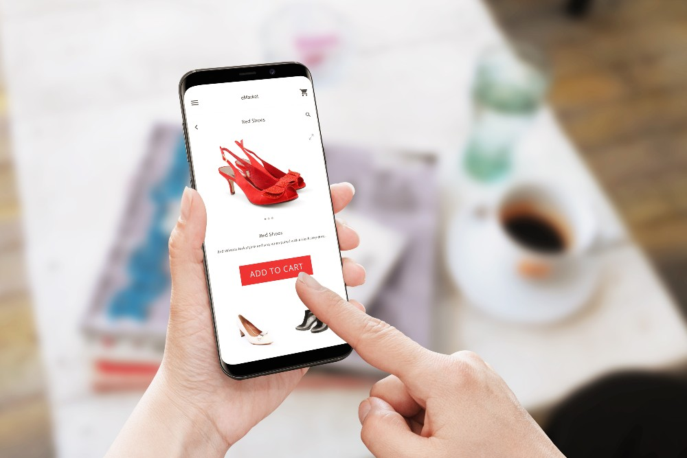 Over the course of the pandemic, both men and women adopted mobile shopping as their preferred method to browse and buy.