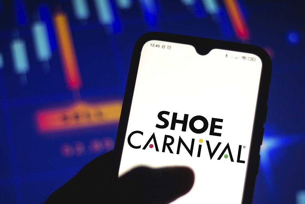 Ahead of its official earnings release in March, Shoe Carnival projects fourth-quarter net sales to increase 5.8 percent to $253.9 million.