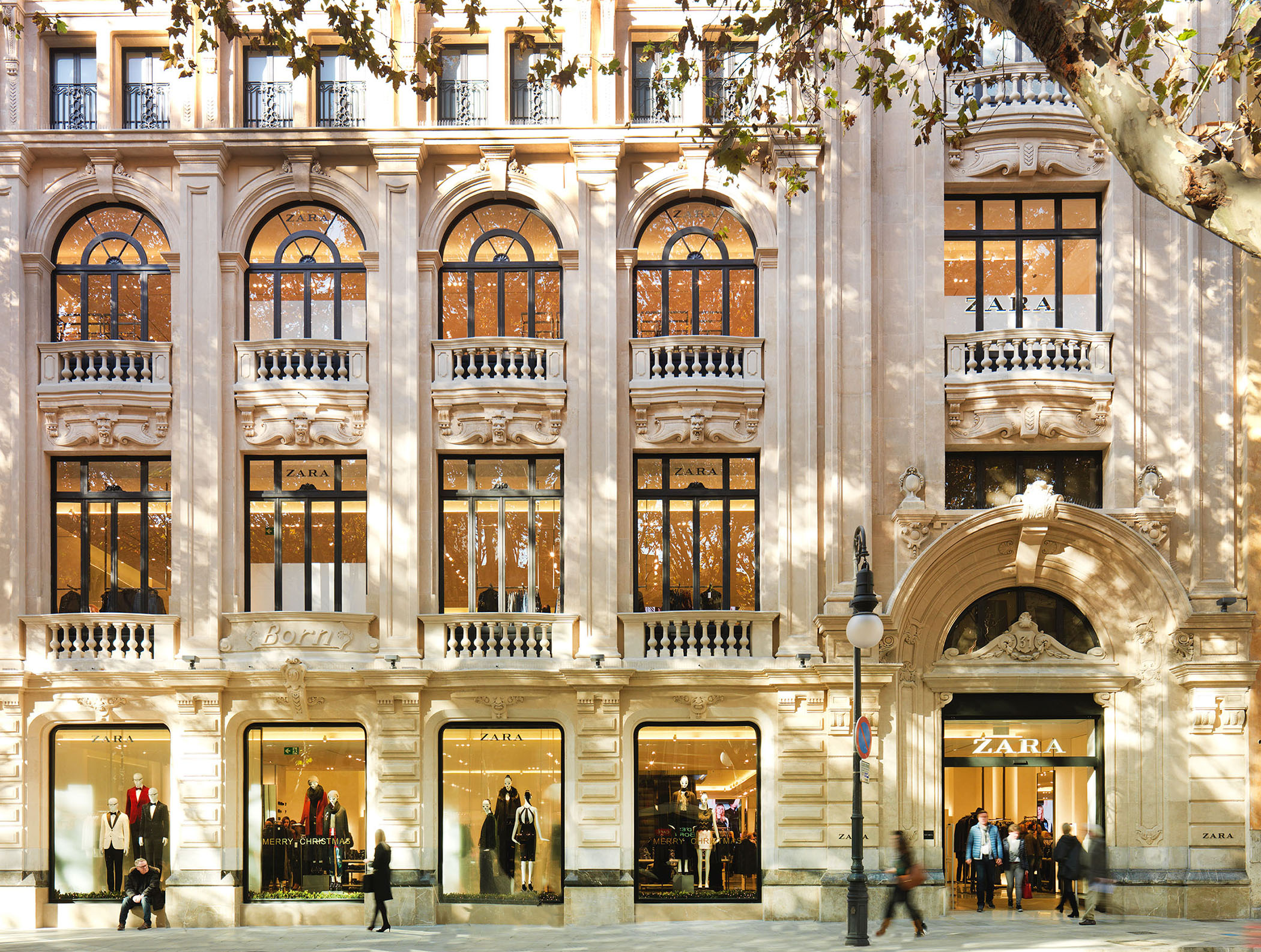 Inditex employees in Spain said the Zara owner is leaving them high and dry as it prepares to permanently shutter 1,200 stores globally.