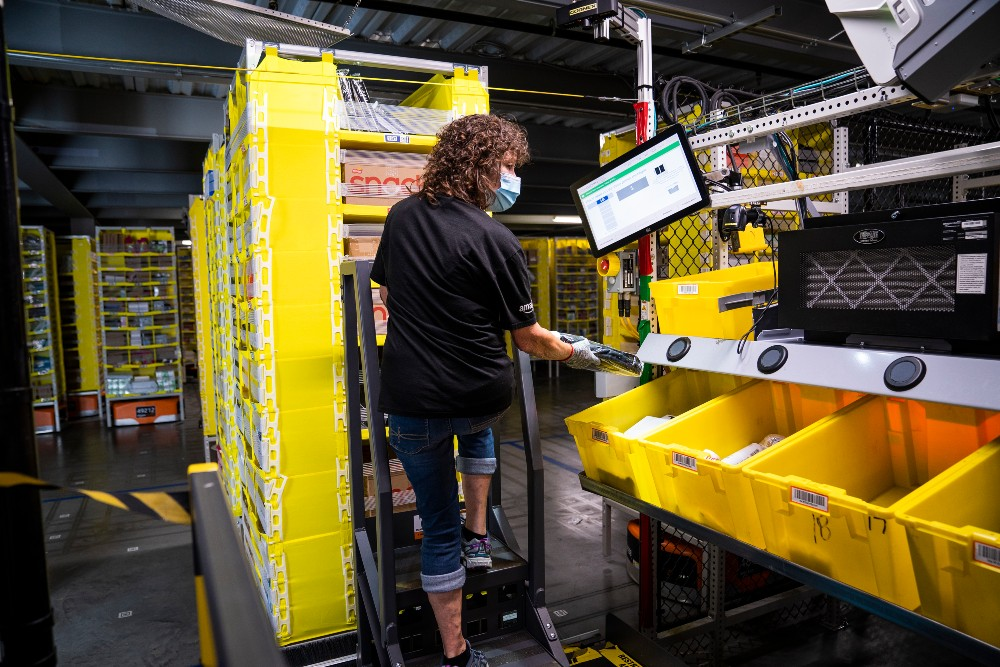 Amazon will offer on-site coronavirus vaccinations to its front-line distribution center warehouse workers starting in three states.