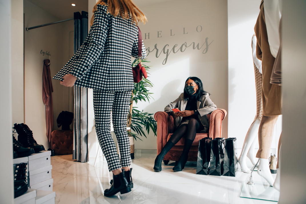 US retail and apparel foot traffic for April's second week slowed from the week before, but the overall outlook remains positive.