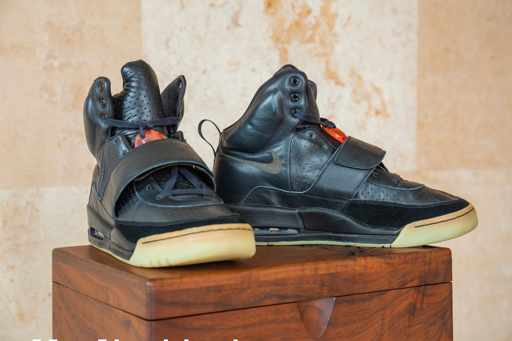 Kanye West wore the Nike Air Yeezy 1 prototype to the 2008 Grammys