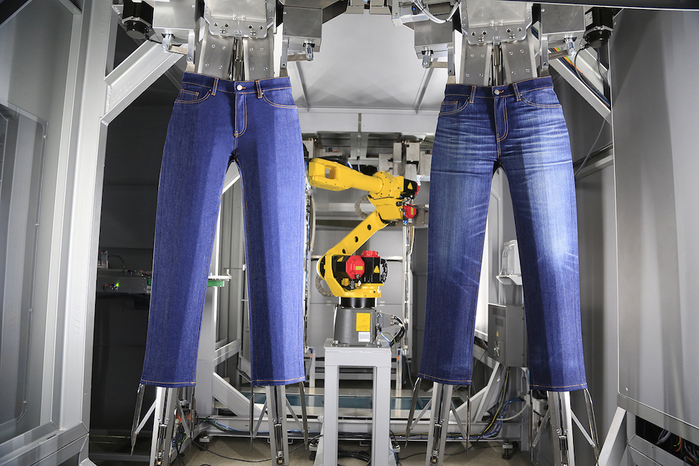 """Jeanologia new finishing system, Handman, require people to """"collaborate"""" with the robots in the same work space."""