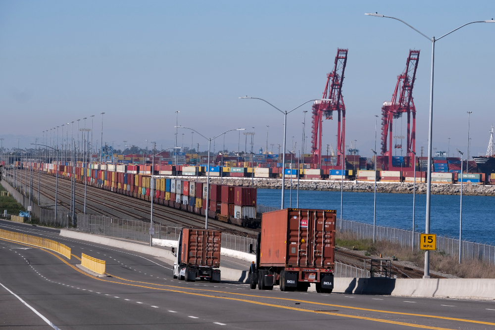 Striking truck drivers at the Port of Los Angeles, including ones allegedly fired after voting to join the Teamsters, set up a picket line at a ULH facility.