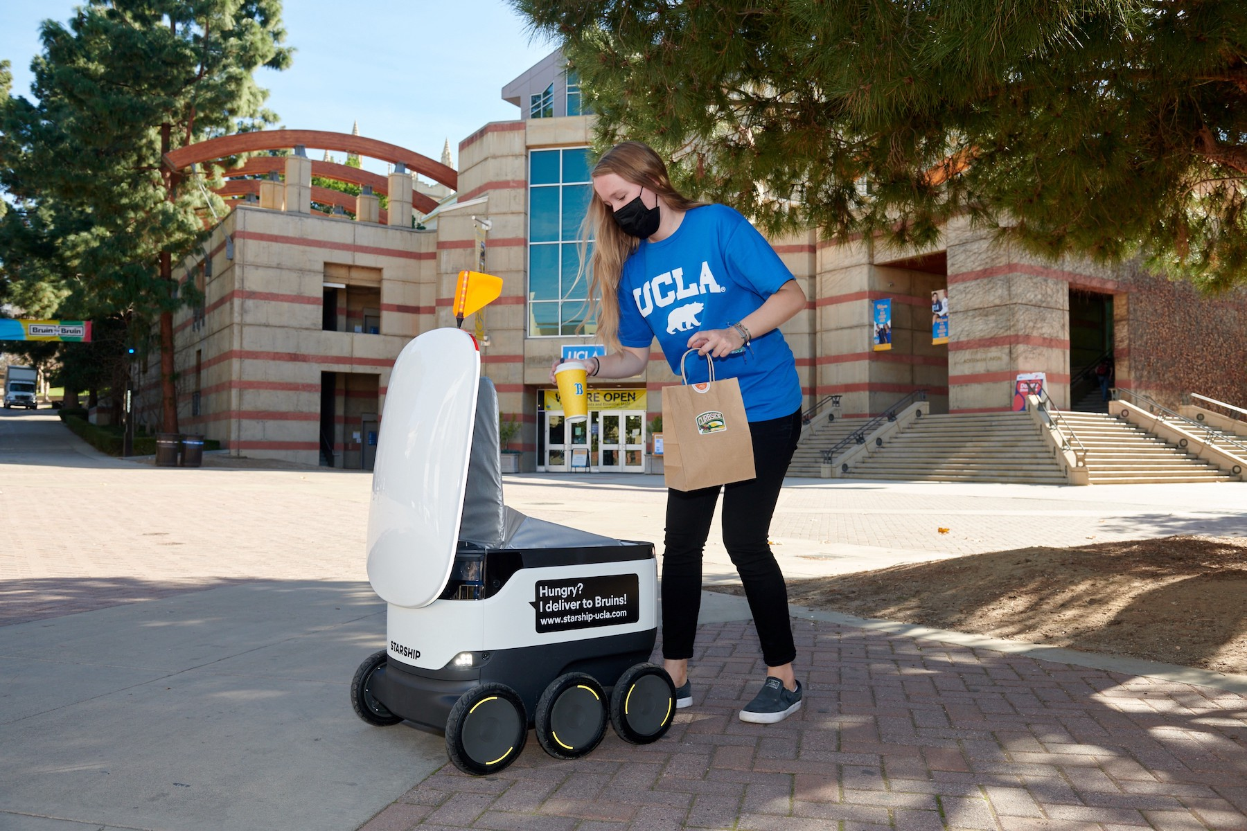 Autonomous robots, BOPIS and curbside pickup, smart lockers and visibility tools are leading the last-mile delivery push, says Coresight.