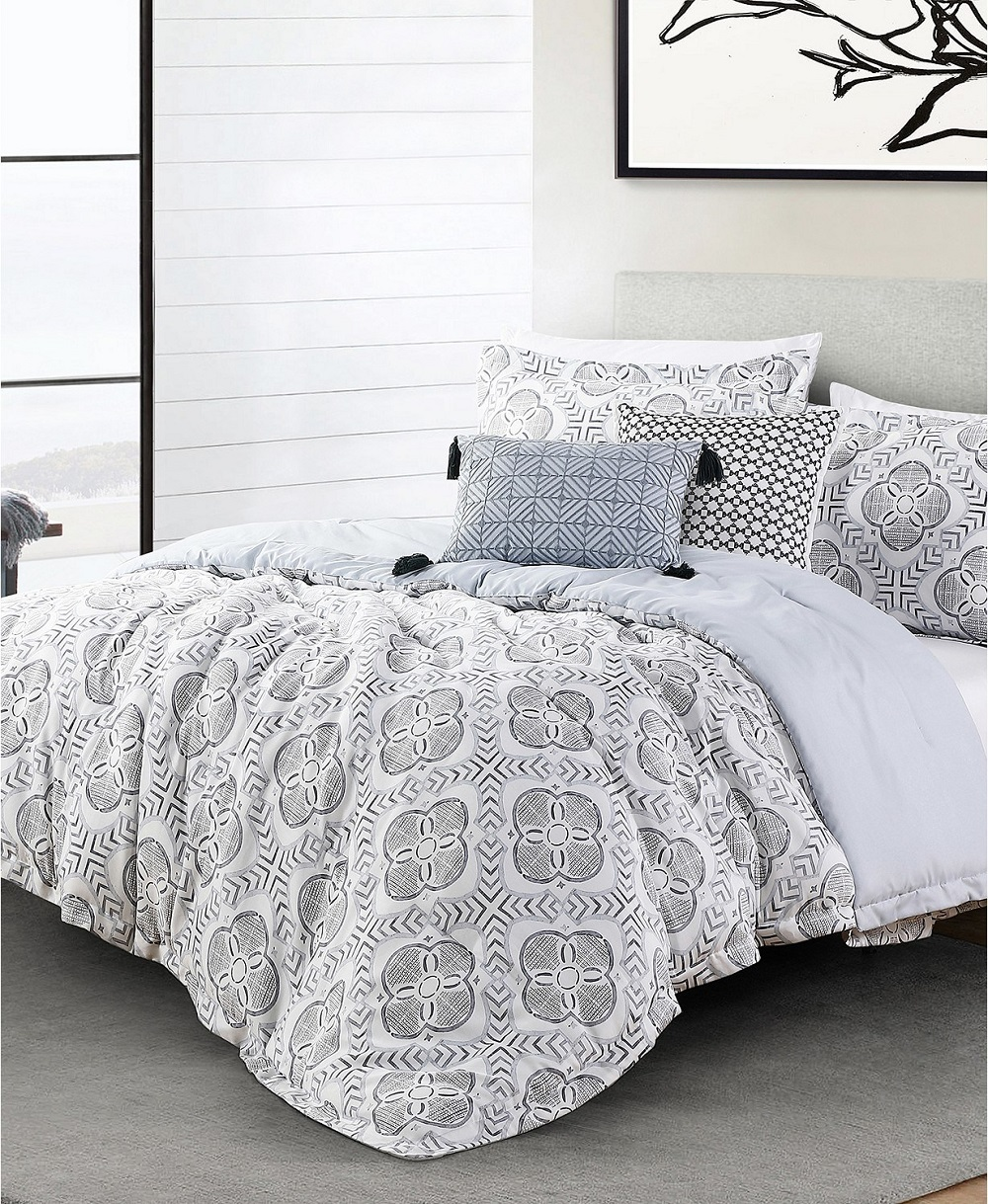 Women's fashion brand Anne Klein has launched a new home collection at Macys.com and its flagship website AnneKlein.com.