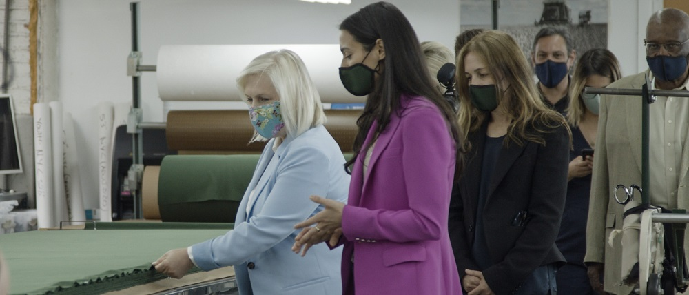 Sen. Gillibrand joined with leaders of Workers United and owners of Ferrara Mfg. to mark the fulfillment of a 17 million face mask order.
