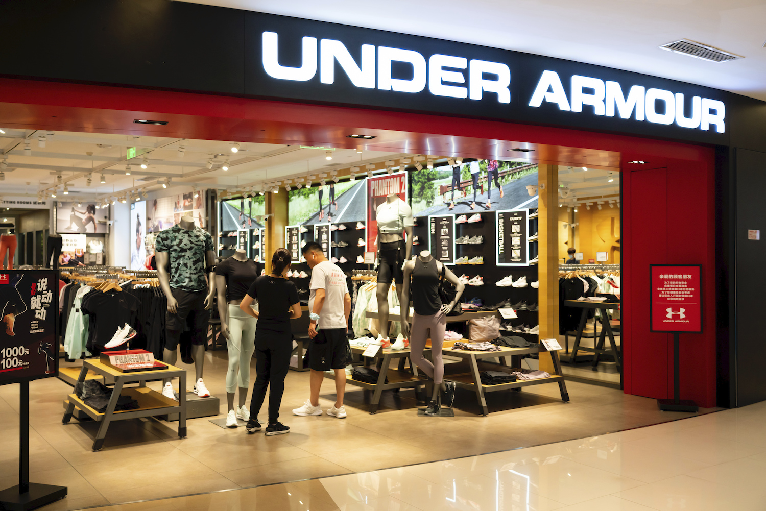 Under Armour is raising its minimum hourly wages from $10 to $15, raising pay for 8,000 workers in stores and distribution centers.