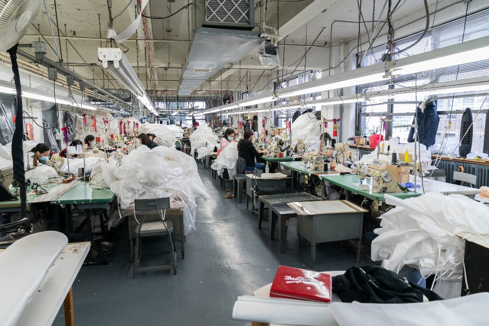Apparel manufacturing platform Fashinza expands to New York to help American fashion brands like Forever 21 optimize garment production.