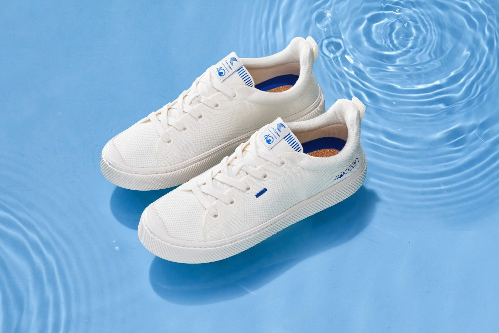 Cariuma's fresh take on its Ibi sneaker is made with fully recycled plastic uppers.