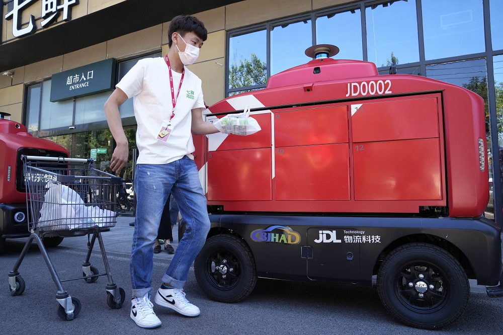 As part of a strategic investment made by JD.com, Li & Fung will provide supply chain management services for JD's private brands.