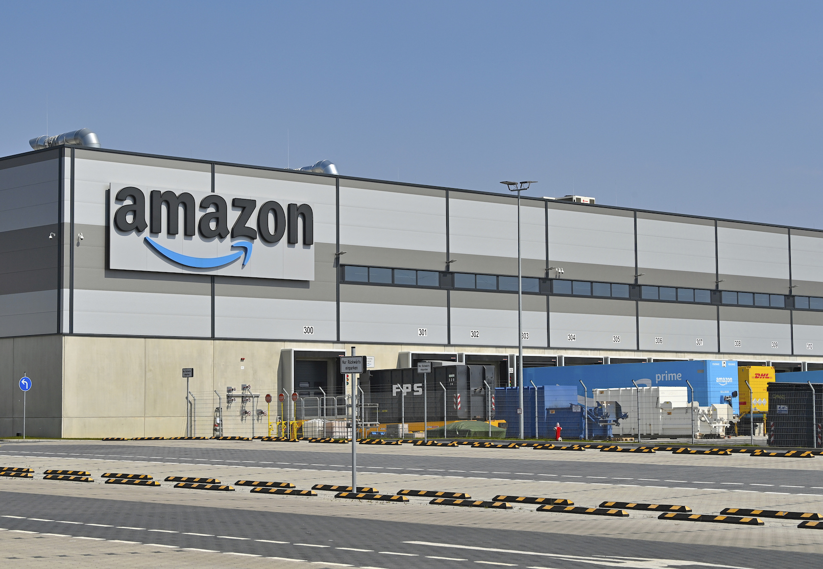 The soon-to-be-operator of a lone Amazon warehouse in California's Bay Area is prepping to go public before officially owning any property. But Rox Financial LP, the limited partnership that is set to purchase the 145,500-square-foot facility and lease it to the e-commerce giant, has serious goals of expanding well beyond its first warehouse.