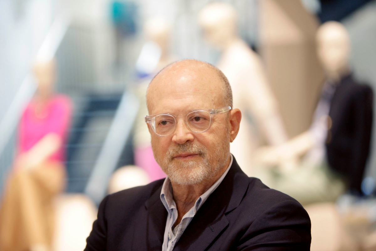 Former J.Crew and Gap CEO Mickey Drexler is taking the reins at classic apparel brand Alex Mill, which was founded by his son, Alex Drexler.