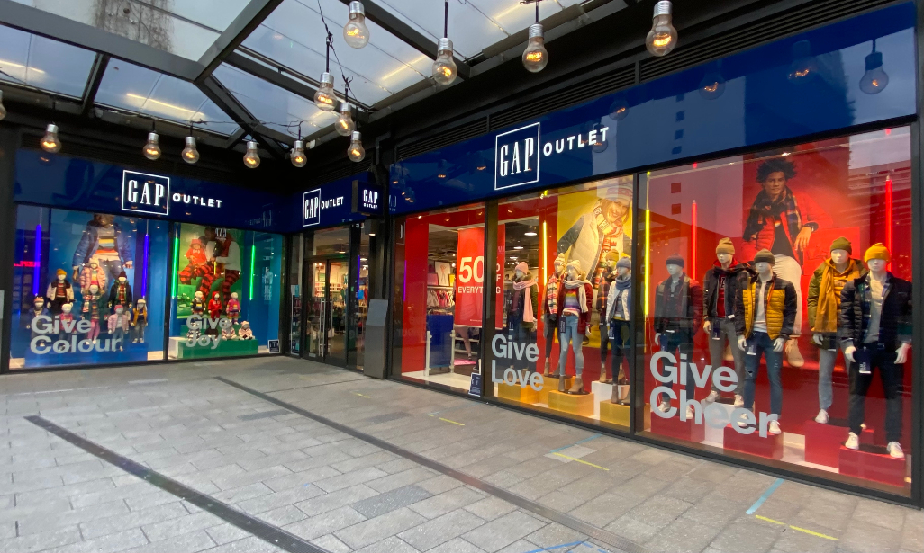 Gap's partnering with Next Plc for its UK online business, as talks with franchise partners continue for store operations in France, Italy.