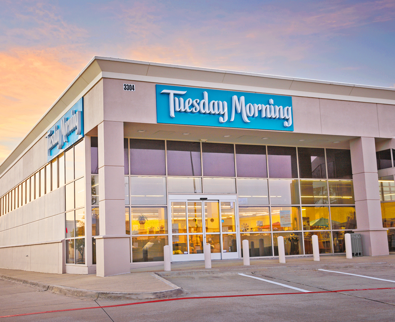 Off-price home chains like Tuesday Morning are starting to feel the supply-chain pinch from passed-down price increases and shipping delays.
