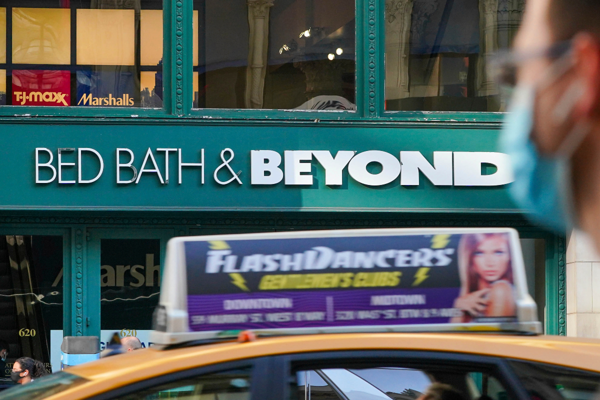 Bed Bath & Beyond reported a 1 percent comp decline in the second quarter, with total net sales at $1.985 billion for the second quarter.