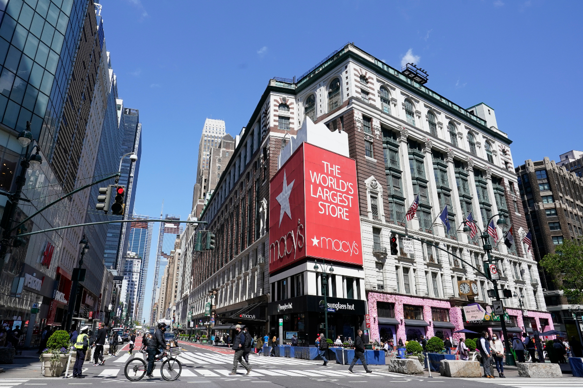 Amazon wants to advertise on the billboard above Macy's iconic Herald Square flagship store in New York City.