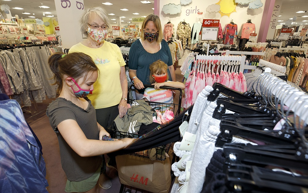 Retail apparel prices fell 1.1 percent in September, with the promotional pricing winning out over high raw materials and shipping costs.